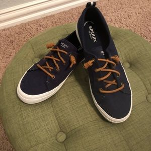 Sperry Women's Crest Vibe Sneaker in Blue